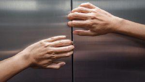 تعمیر و نگهداری آسانسور سنجاق