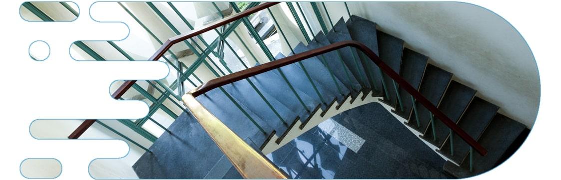 آسانسور یا راه پله؟ راه پله مساوی زانودرد