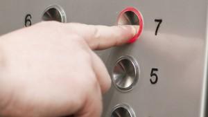 آداب استفاده از آسانسور