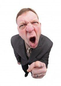 مدیر ساختمان به خاطر خراب شدن برد الکترونیک گران آسانسور عصبانی است