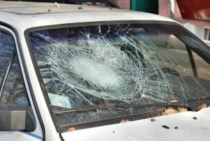 شیشه شکسته اتوموبیل